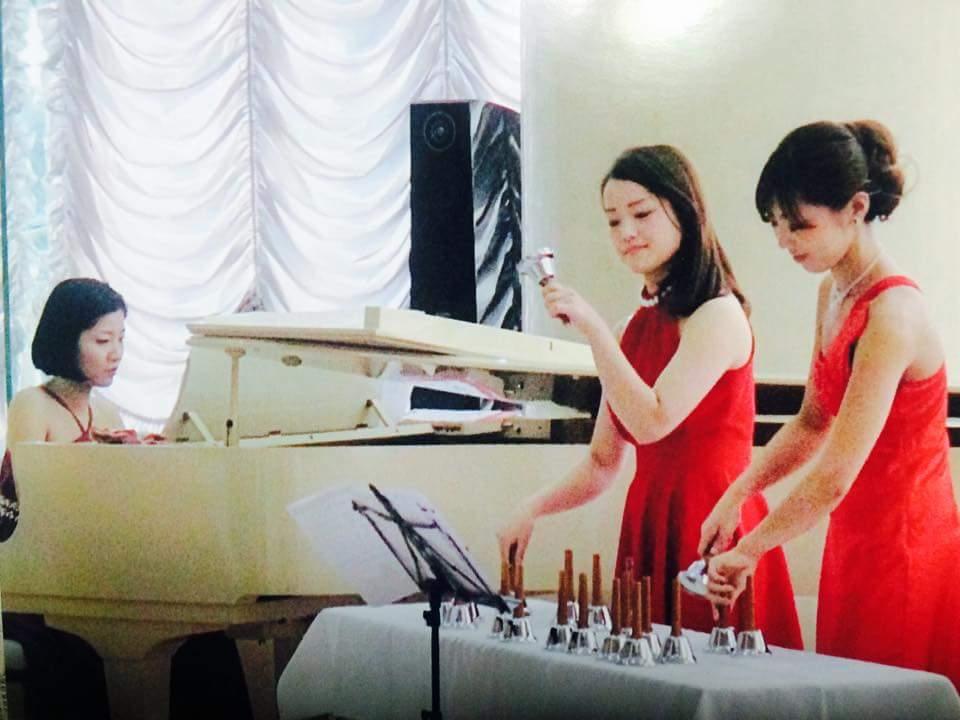 ハンドベル、ピアノ演奏