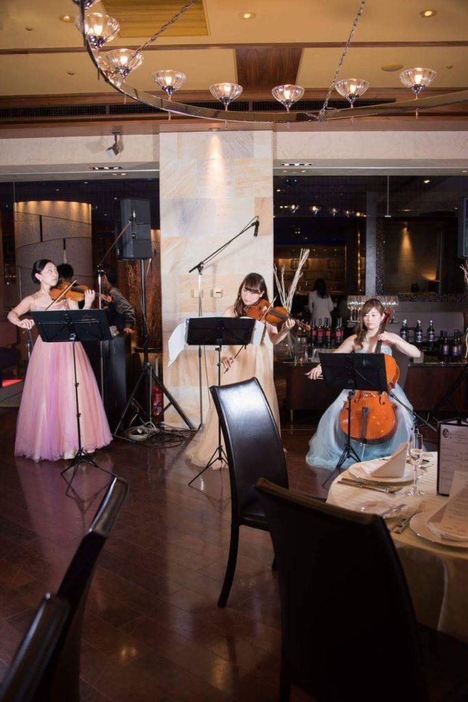 バイオリン チェロのレストラン生演奏