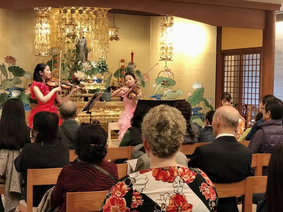 寺院で生演奏