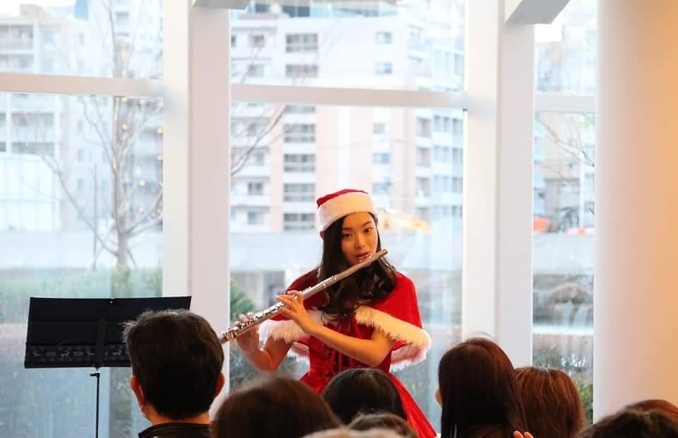 マンションクリスマスコンサートフルートの演奏