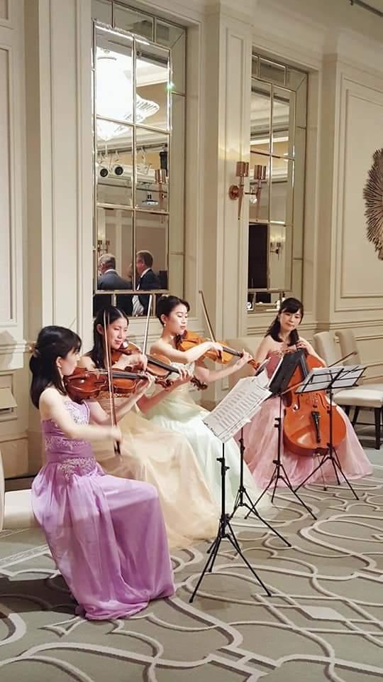 弦楽四重奏の生演奏