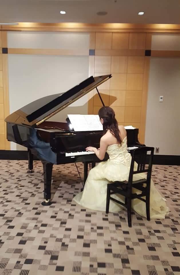 ピアニストの演奏風景
