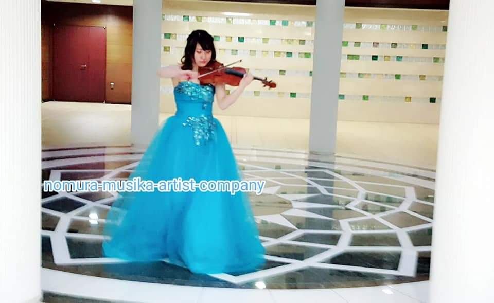 バイオリンの回遊演奏