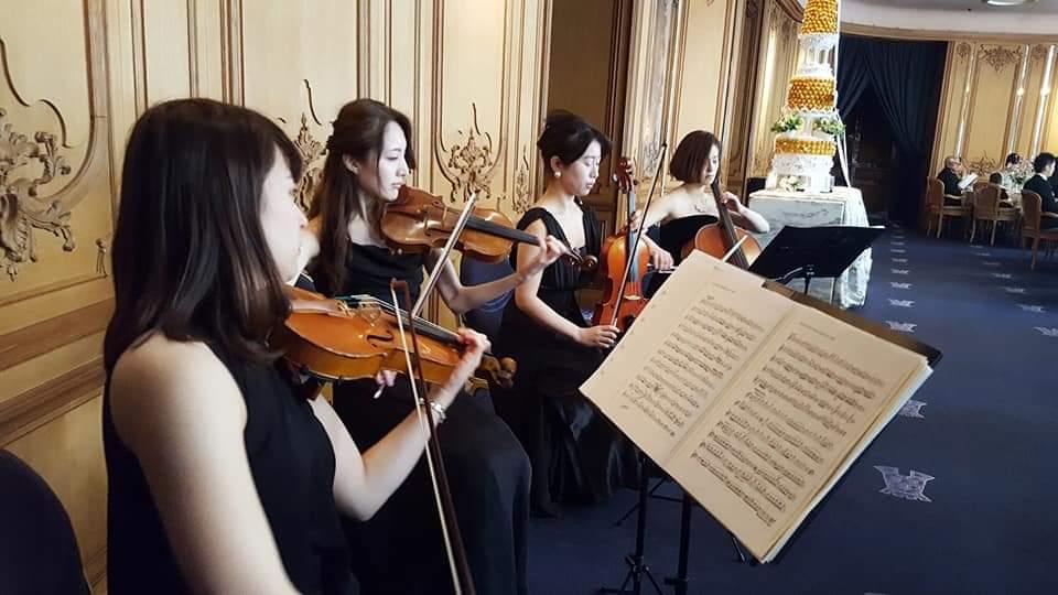 バイオリンビオラチェロの演奏風景