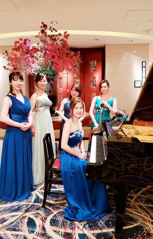 ミュージカル歌手ピアノヴァイオリンチェロギターの女性演奏家