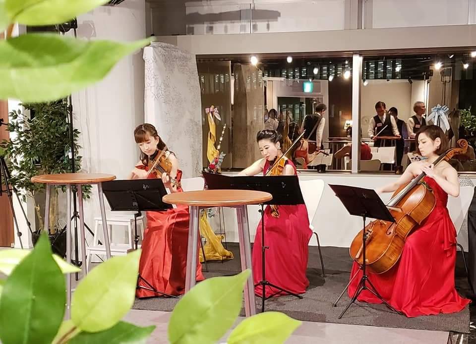 弦楽三重奏の演奏