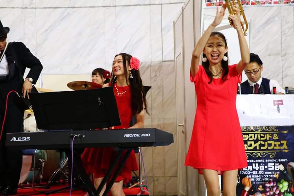 女性トランペット奏者