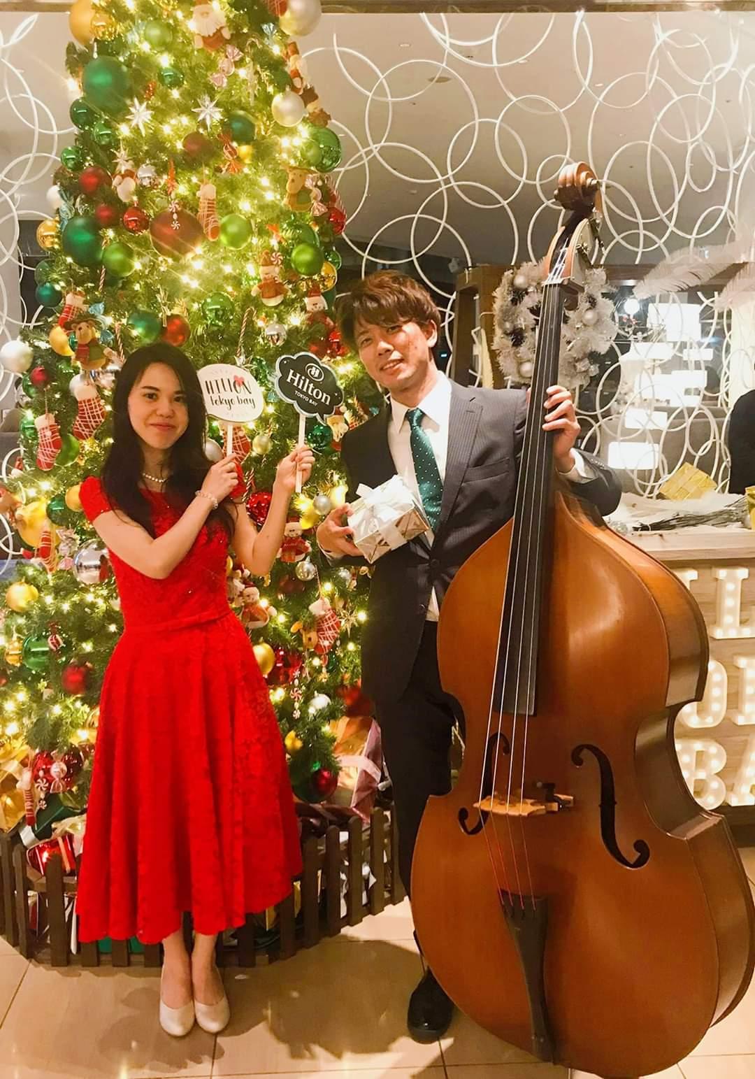 クリスマスツリーとピアニストベーシスト