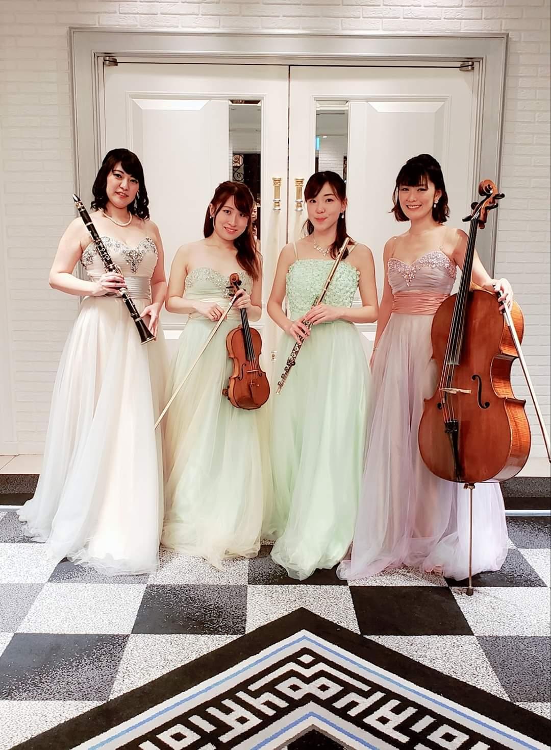 フルート、ヴァイオリン、クラリネット、チェロ4人の女性演奏家
